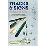 img - for Tracks and Signs of the Birds of Britain and Europe (Helm Identification Guides) book / textbook / text book