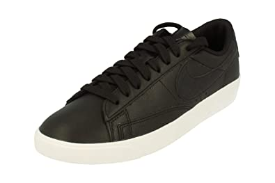 b56c20f62a6c3 Nike W Blazer Low Chaussures de Basketball Femme