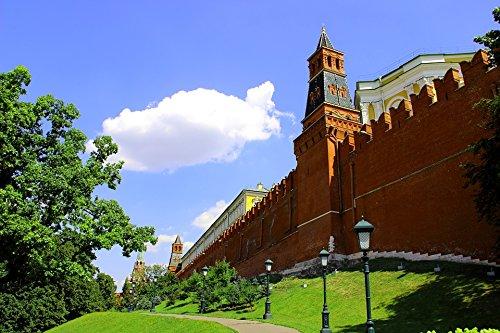 Home Comforts LAMINATED POSTER The Kremlin Moscow Russia Manezhnaya Square Poster 24x16 Adhesive (Manezhnaya Square)
