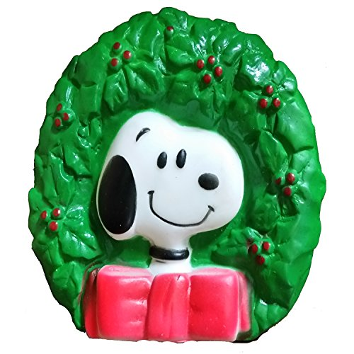 peanuts-snoopy-wreath-squeaky-dog-toy