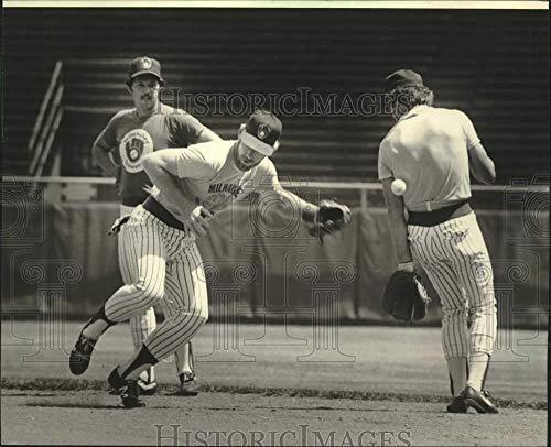 (Vintage Photos 1981 Press Photo Jerry Augustine, Roy Howell, Jim Gantner After Baseball Strike)