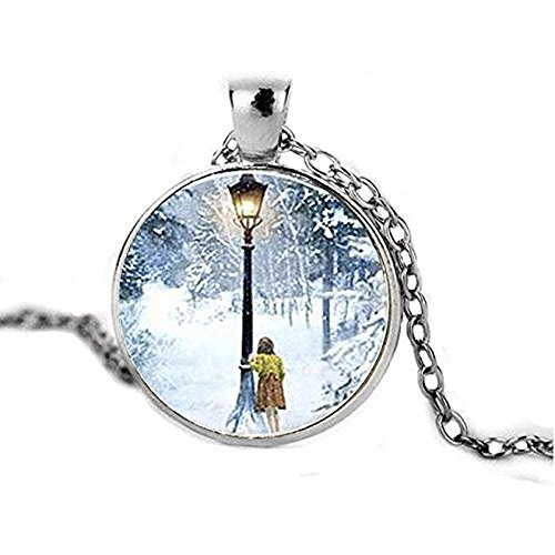 Litter Star Glass Dome Pendant Art Neckalce Narnia The Lion The Witch And The Wardrobe Lucy And Lamp-Post Necklace Glass Photo Cabochon Necklace Birthday Anniversary Valentine'S Day Christmas'S Day Graduation Gift For Men For Women Antique Silver Plated