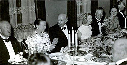 Vintage photo of A farewell party for the theater manager Molander. Fr. v. G. Fogelmarck, Dora S246;derberg, Olov Molander, Inga Tidblad, Sigfrid Siwertz, Hj246;rdis Pettersson, Lars Hansson - 15 June -