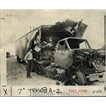 Historic Images 1976 Press Photo Rene Michel looks at a charred truck involved in I-610 accident - 8.25 x 10