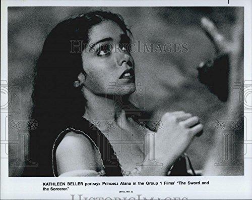 Vintage Photos Foto de Prensa clásico de 1982 Kathleen Beller en la Espada y el clasificador – DFPG51575