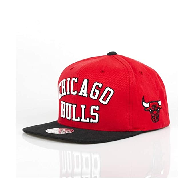 GORRA MITCHELL AND NESS NBA CHICAGO BULLS MICHAEL JORDAN MJ 23 PIPPEN   Amazon.es  Ropa y accesorios 7e20881b278