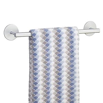 mDesign toallero adhesivo elegante de aluminio en color plateado - Para toallas de la cocina o