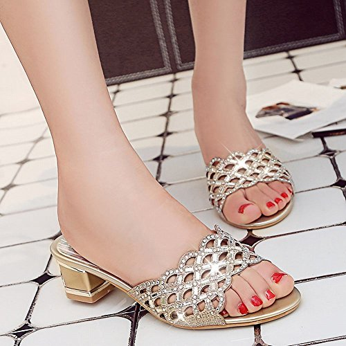 Ciondolo Sandali Con Tacco Medio In Oro Con Sandali Con Tacco A Punta Glitterati Carolbar