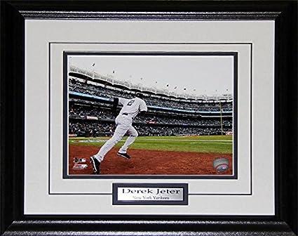 Amazon Com Derek Jeter New York Yankees 8x10 Mlb Baseball Memorabilia Collector Frame Sports Outdoors