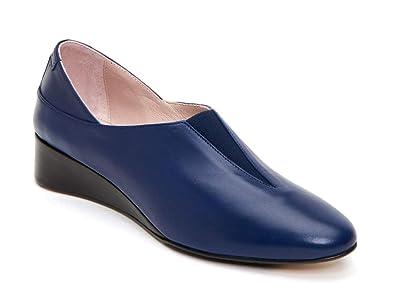 1ed2e9e66fa29 Amazon.com: Taryn Rose Women's Carmela Wedge Pump: Shoes