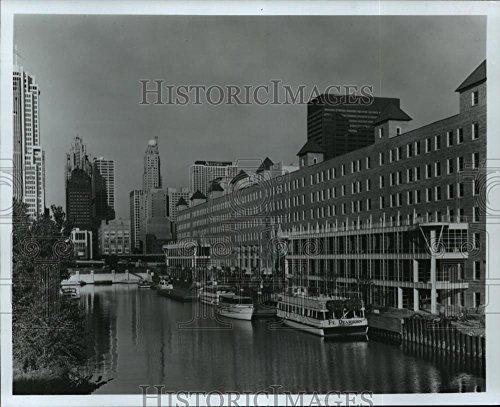 1988 Press Photo Chicago, Illinois-North Pier Chicago on the Chicago - Chicago Malls Illinois
