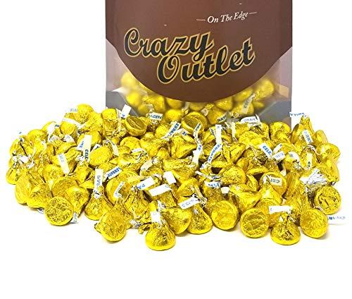 Hershey's Kisses Yellow Foils, Milk Chocolate Candy Bulk, 2 lbs ()