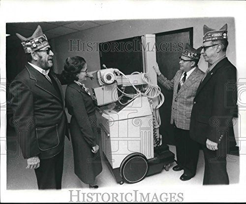 1978 Press Photo National 40 and 8 group looking at portable x-ray machine. - 8.25 x 10 in. - Historic Images