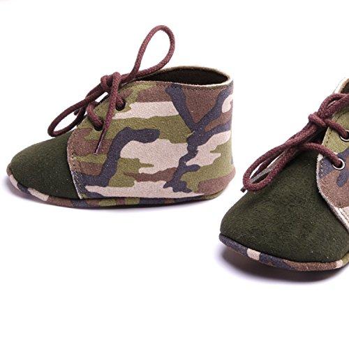 Chaussure bébé garçons chausson cuir souple à lacets motif kaki fait à la main made in France atelier by mode France.