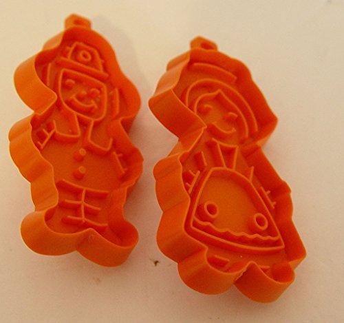Set of 2 Mini Hallmark Cookie Cutters Thanksgiving Pilgrim Boy and Girl 2.75 Inches Tall