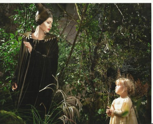Maleficent 8 x 10 Movie Photo Angelina Jolie with daughter ()