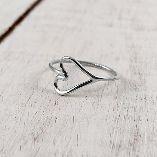 sterling-silver-heart-shaped-midi-knuckle-ring-polished-finish-handmade-in-peru-by-claudia-lira-grea
