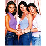 Charmed 8x10 Photo Holly Marie Combs/Piper Halliwell, Alyssa Milano/Phoebe Halliwell & Shannen Doherty/Prue Halliwell Purple/Blue/White Tops and Jeans Cast Photo kn