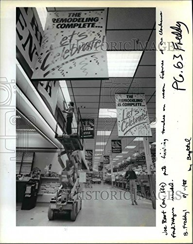 1988 Press Photo Joe Root Clackamas Fred Meyer Store - - Clackamas Stores