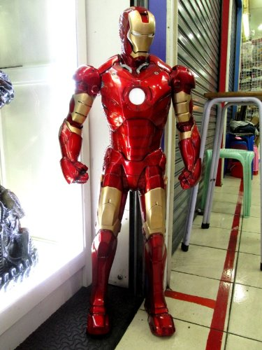 Custom Made Iron Man Suit (Iron Man Mark III Display Model Side Show 1/3 Scale Custom Paint)