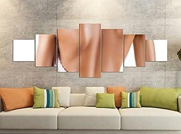 Model Hooker Walls