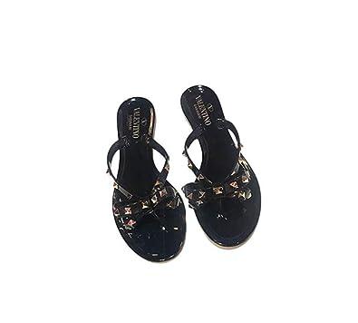 eeb43bb8e VALENTINO GARAVANI Women s Rockstud Thong Sandal (6 UK)  Amazon.co ...