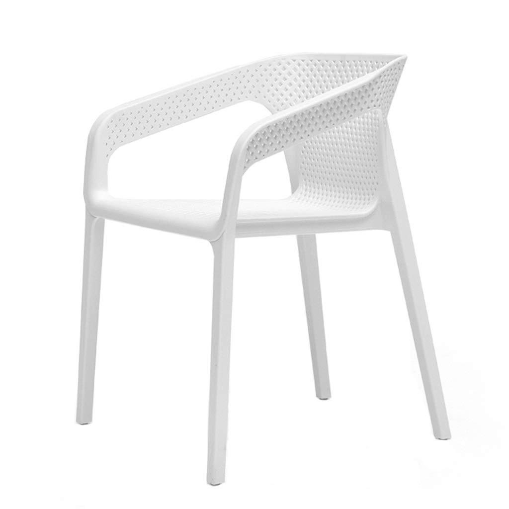 Silla de plástico para casa en color blanco.