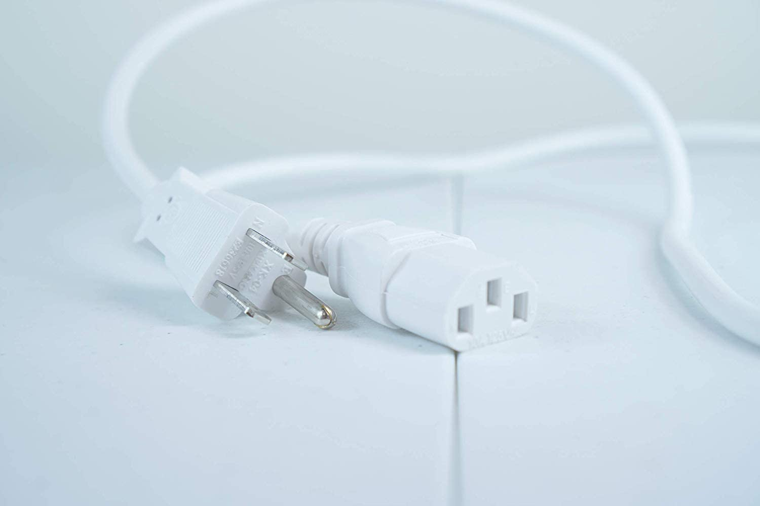 UL Listed OMNIHIL White 15 Feet Long AC Power Cord Compatible with Sony VPLHW65ES 1080p 3D SXRD Home Theater Projector