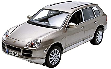 Maisto 1:18 Scale Silver/Grey Porsche Cayenne Diecast Model Car