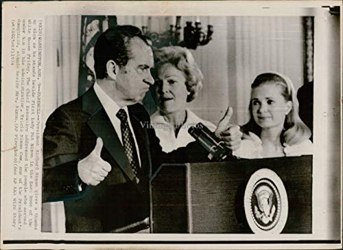 1974 Wire Photo Politics President Richard Nixon Wa Pat First Lady Speaker 8X10