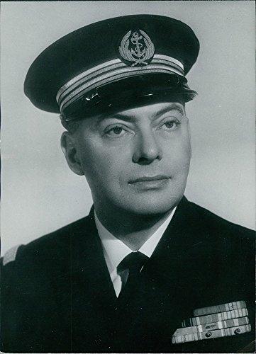 vintage-photo-of-portrait-of-commissaire-guy-delahaye