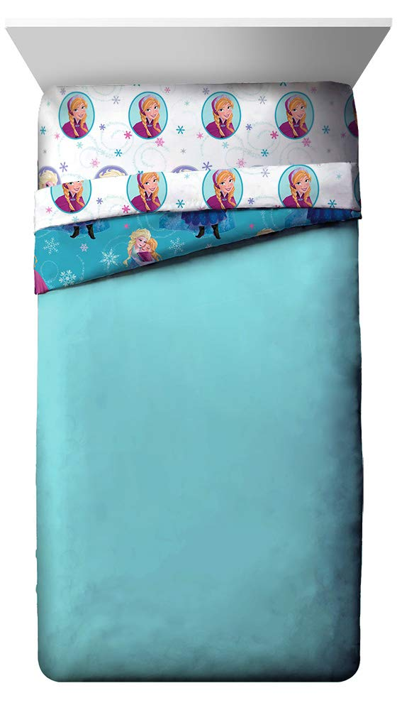 Super Soft Kids Reversible Bedding Features Anna /& Elsa Fade Resistant Polyester Microfiber Fill Jay Franco Disney Frozen Swirl Twin Comforter Official Disney Product