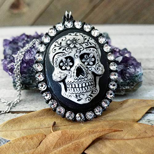 Skull necklace | Sugar skull cameo necklace | Dia de los muertos | gothic cameo necklace | Sugar skull necklace | gothic jewelry | Swarovski crystals