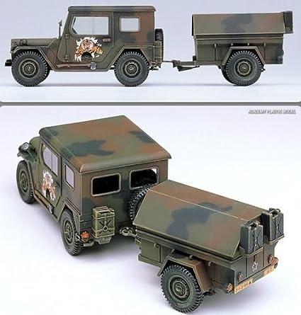 Amazon.com: Academia 1/35 de plástico Modelo Kit M151 A2 ...