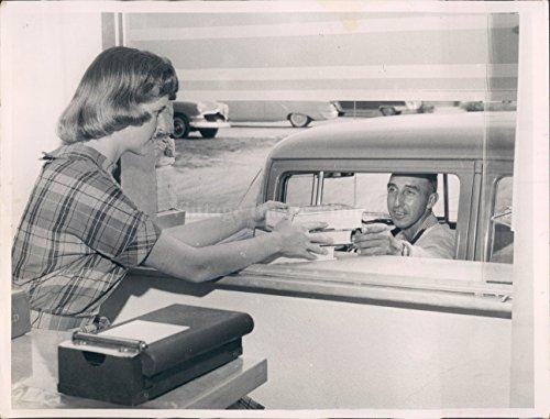 1959 Photo Wayne Bauer Dunedin Book End Store Clerk Ann Shoaff - Dunedin Stores