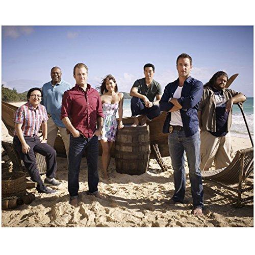 Hawaii Five-0 (TV Series 2010 -) 8x10 Photo Cast Photo on Beach kn