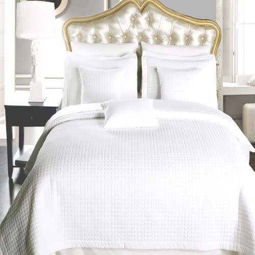 6 Piece Queen Size, White Color, Super Luxurious Wrinke Free Reversible Checkered Coverlet Quilt Bedding Ensemble Set with Decorative Pillows