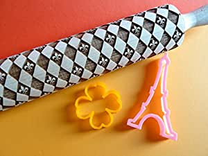 Flower of Lys checkerboard pattern rolling pin and cookie cutter