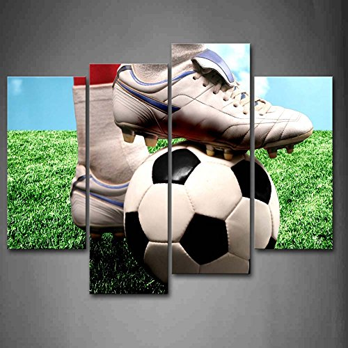 First Wall Art - The Sporter Is Treading The Soccer In The Ground Track Field Wall Art Painting Pictures Print On Canvas Art The Picture For Home Modern Decoration
