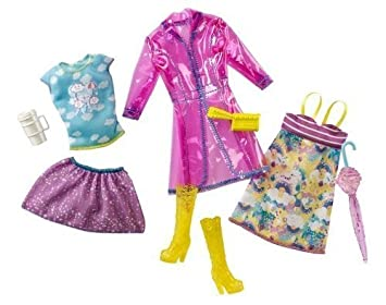 Amazon.es: Barbie Fashionistas Day Looks Clothes - Rainy Day Outfits: Juguetes y juegos