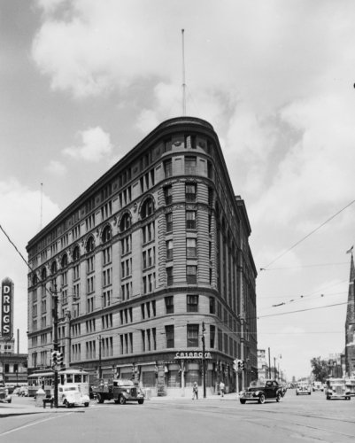 early 1900s photo Denver, Colo. 1935-1940 --The old Brown Palace hotel Street scene, showing the Brown Palace Hotel, Denver, Colorado. Vintage 8x10 Photograph - Ready to Frame ()