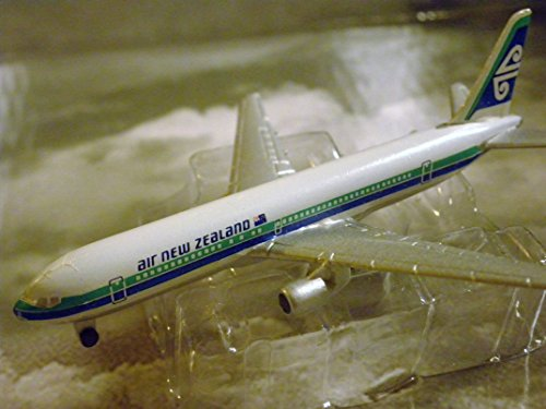 air-new-zealand-airlines-boeing-767-300-jet-plane-1600-scale-die-cast-plane-made-in-germany-by-schab
