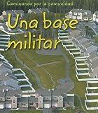 img - for Una base militar (Caminando por la comunidad) (Spanish Edition) book / textbook / text book