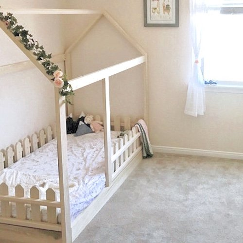 Cottage Bed Twin (Twin Size House Bed with Picket Fence Railings)