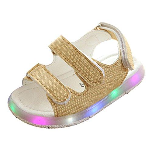 Las sandalias de las muchachas de los muchachos del niño ligero iluminan para arriba los zapatos beige