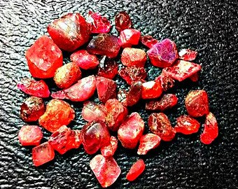 (15ct Natural Spinel Crystals. Quality Gemstone Rough, Parcel For Wire Wrapping/Jewelry.)