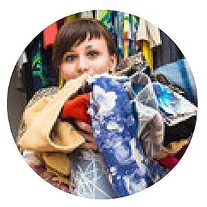 alfombrilla de ratón Chica con un montón de ropa en sus manos - ronda - 20cm
