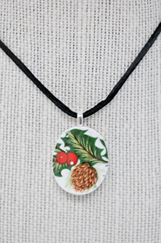 Christmas Item Sale: HOLIDAY PENDANT - Broken China Jewelry – Holly and Red Berry//Round Upcycled Pendant Necklace ()