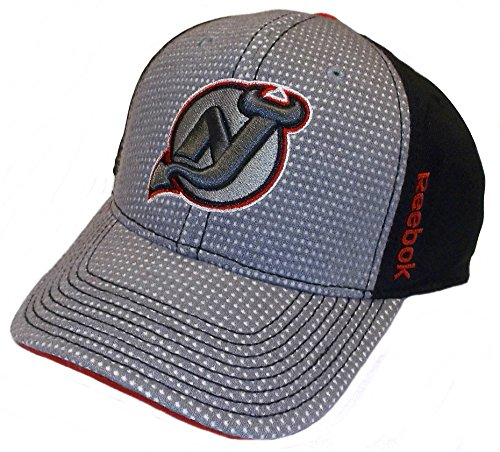 the best attitude fb0f8 1ab35 THIS IS A GRAY WITH WHITE DOTS FRONT FLEX HAT. IT HAS A RED BUTTON. New  Jersey Devils Draft Structured Flex Reebok ...