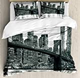 Ambesonne Modern Duvet Cover Set, Brooklyn Bridge Sunset with Manhattan American New York City Famous Town Image, Decorative 3 Piece Bedding Set with 2 Pillow Shams, Queen Size, Monochrome